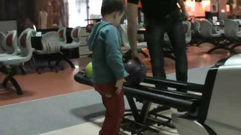 Видео Боулинг игра в боулинг