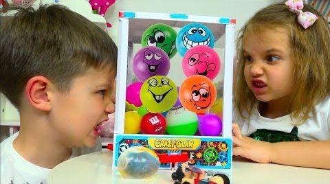 Видео ЧЕЛЛЕНДЖ Автомат с Шариками  LOL и Роблокс игрушки Minecraft / Toys Dispenser Challenge