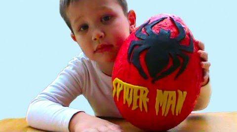 Видео Человек Паук Спайдермен Огромный киндер сюрприз открываем игрушки ПлэйДо Сюрпризы
