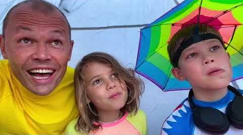 Видео День на пляже с Катей и Максом