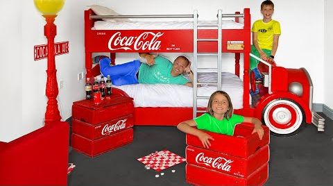 Видео День в Кока Кола комнате