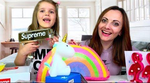 Видео Деньги Supreme в Mystery Box ПОДАРКИ Adidas Nike и Vans для Инны и Кати / Шар предсказаний и игрушки