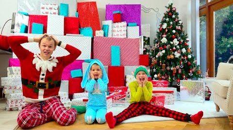 Видео Дети еле поделили самые необычные и крутые подарки на Рождество
