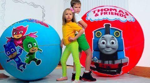 Видео Дети не поделили игрушки Герои в Максах в огромных шарах / PJ masks Giant toy bolls surprise