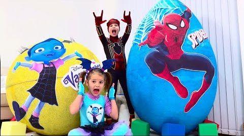 Видео Дети не поделили игрушки Spiderman и Vampirina в огромных яйцах / Giant toy eggs with surprise