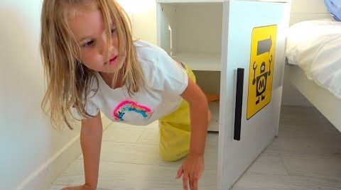 Видео Дети - Невидимки прятки в доме