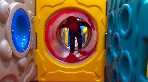 Видео Детская площадка в магазине игрушек Мега Антошка