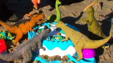 Видео Динозавров  кормим тестом для лепки Плэй До