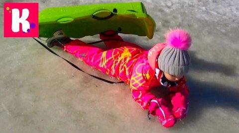 Видео Горы Лыжи / Мы на санках / Катя в ЛУЖЕ / Собачки Сенбернары на ферме в Альпах Жарим еду в ресторане