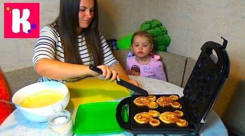 Видео Готовим вафли Микки Маус в вафельнице / Катя и Люда готовят/ DIY