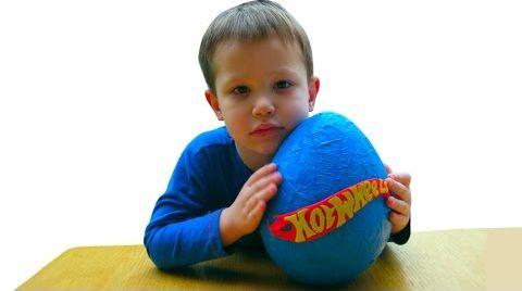 Видео Хотвилс огромное яйцо с сюрпризом открываем машинки игрушки