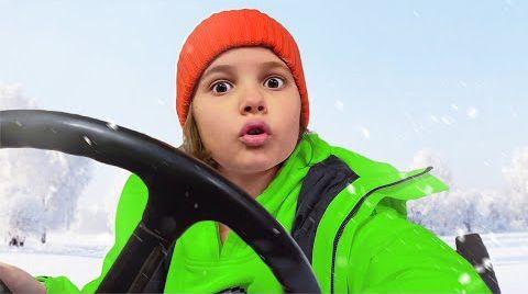 Видео Катя хочет кататься на тракторе папы