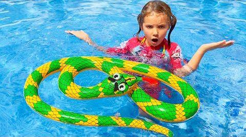 Видео Катя хочет купаться в бассейне