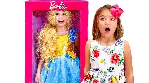Видео Катя и её новая кукла