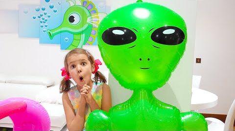 Видео Катя и её новый загадочный друг
