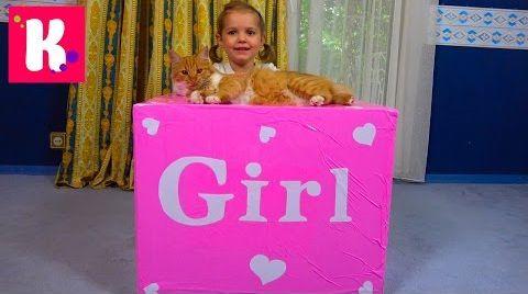 Видео Катя и кошечка Мурка открывают большой сюрприз в коробке для девочек / Кролик и граммофон для кошек