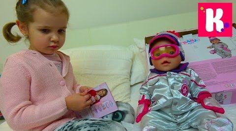 Видео Катя и кукла Эмили примеряют новую одежду и едут за новой коляской для куклы, НО что-то пошло не так