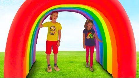 Видео Катя и Макс играют с магическими домиками для детей