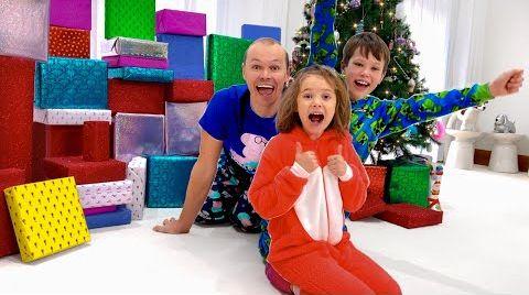 Видео Катя и Макс их подарки на Рождество 2020