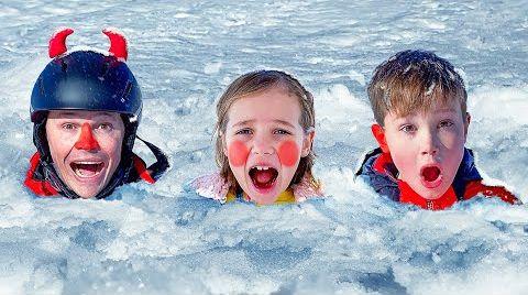 Видео Катя и Макс их развлечения со снегом