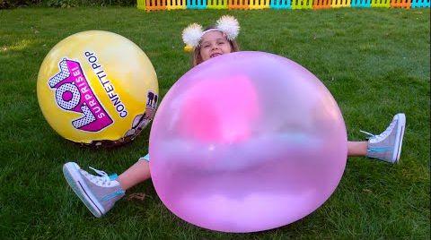 Видео Катя и Макс нашли большие LOL шары