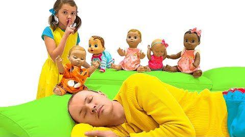 Видео Катя и Макс не дают папе спать