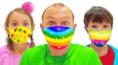 Видео Катя и Макс одеваю в маски в магазине игрушек