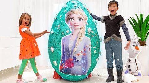 Видео Катя и Макс открыли огромное яйцо с игрушками Холодное Сердце 2