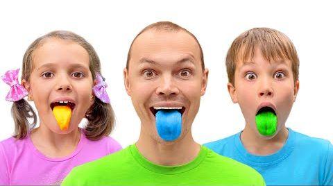 Видео Катя и Макс покрасили языки желейными конфетами