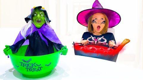 Видео Катя и Макс собирают угощения на Хэллоуин