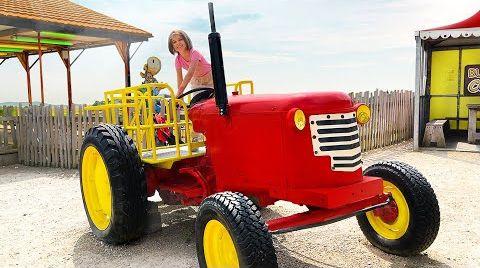 Видео Катя и Макс весело играют на ферме у МакДональда