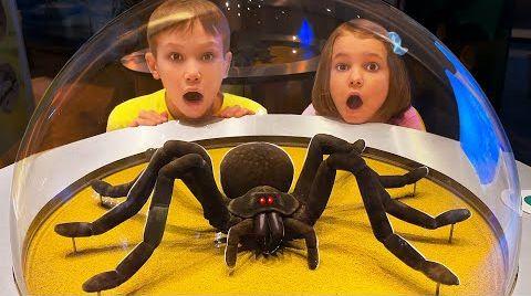 Видео Катя и Макс веселятся в детском музее Дубаи