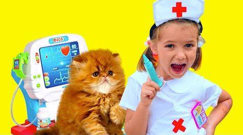 Видео Катя и папа играют с кошечкой в Доктора