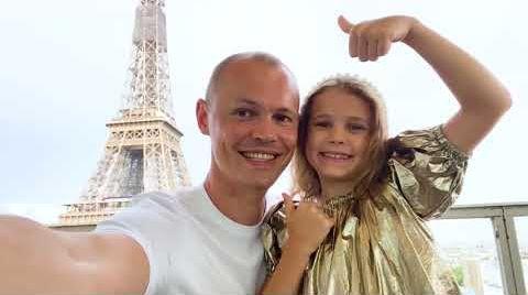 Видео Катя и папа уехали в Париж без Макса