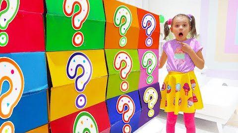 Видео Катя и смешные сюрпризы в цветных коробках