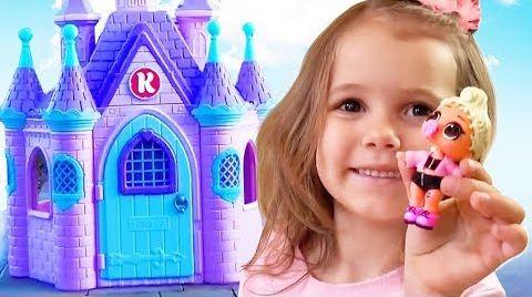 Видео Катя играет с игрушками и огромный домик Принцессы в подарок