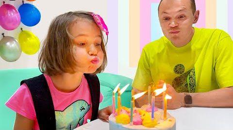 Видео Катя играет с папой и Максом в челлендж с шариками