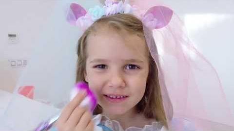 Видео Катя как принцесса собирается на бал