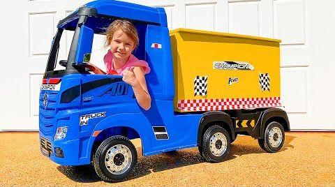 Видео Катя катается на игрушечном грузовике