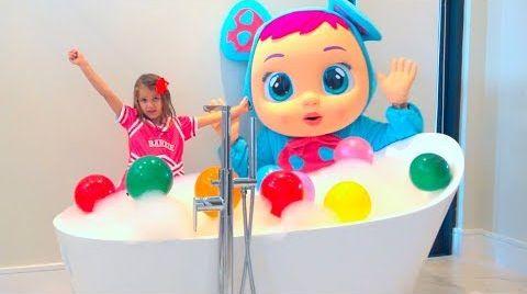 Видео Катя Макс и папа играют в ванной