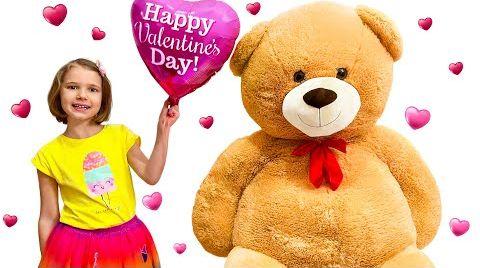 Видео Катя получает подарки на День Св. Валентина