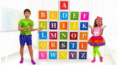 Видео Катя помогает учить английский алфавит