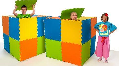 Видео Катя построила игровой домик из пазлов
