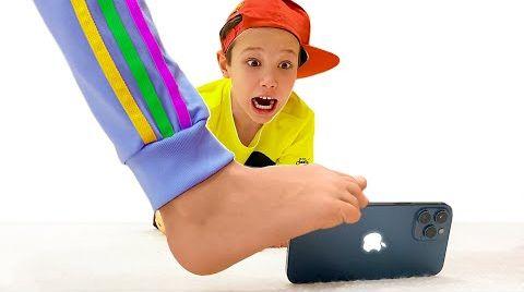 Видео Катя раздавила телефон Макса и купила ему Айфон 12 Про Макс