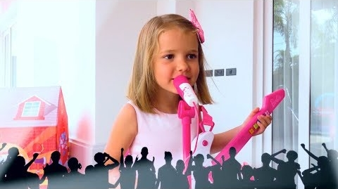 Видео Катя с друзьями играют в куклу Барби