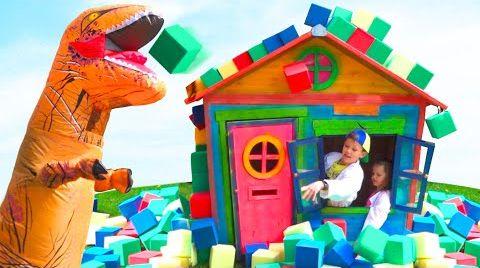 Видео Катя с Максом против динозавра который хочет детский домик