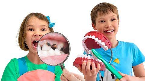 Видео Катя учиться чистить правильно зубы