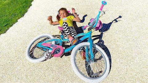 Видео Катя учится кататься на велосипеде