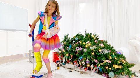 Видео Катя упала с Рождественской елки и сломала ножку