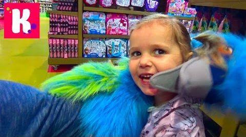 Видео Катя в Дубаи /День#8/ Едем в магазин игрушек / катаемся с горки